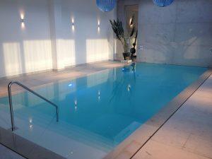 Trapleuning zwembad vdv